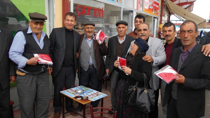 Malatya'da 20 bin bayrak dağıttı
