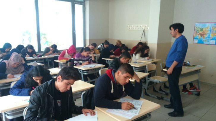 Malatya Eğitimciler Derneği'nden 'Kitap Okuyan Bilir' yarışması