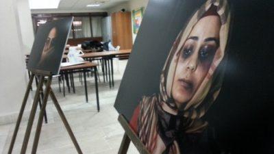 Erkek ressamlar kadına yönelik şiddeti resmetti