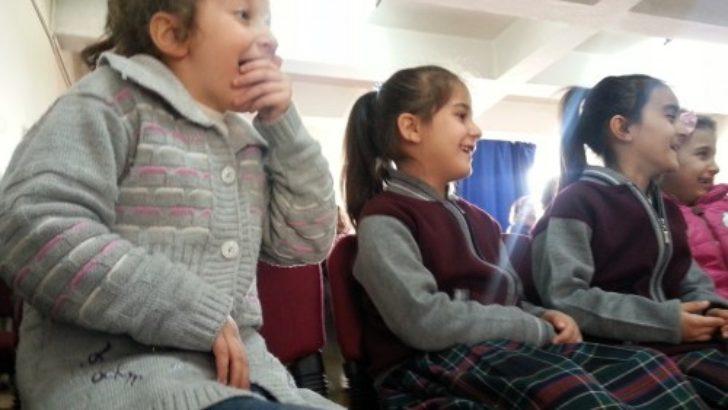 Öğrencilerden 'Sağlıklı Dişler' konulu drama..