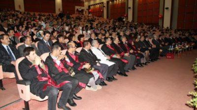 Öğrenciler önlük giydi
