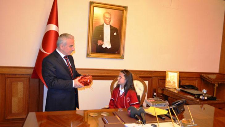 Kamçı, makamını Çisem Bozkurt'a devretti