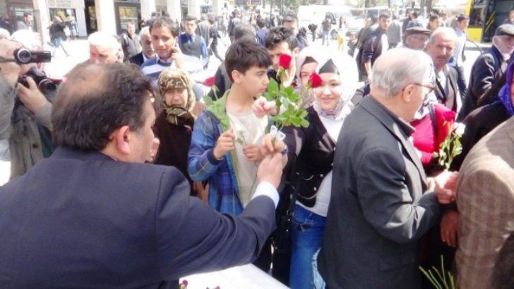 Malatya'da 3 bin gül dağıtıldı
