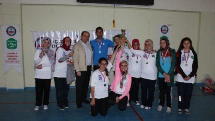 Darende'de bayanlar voleybol turnuvası