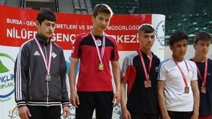 Güreşte Türkiye Üçüncüsü Oldu