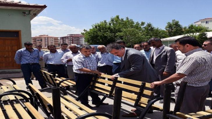Büyükşehir Belediyesi muhtarlara bank dağıttı