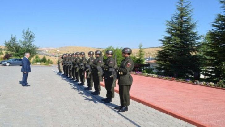 Vali Kamçı Albay Yılmaz'ı Ziyaret Etti