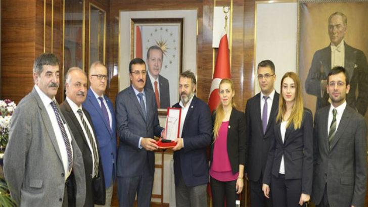 HUDER'den Bakan Tüfenkci'ye Onur Ödülü