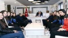 Spor-Der'in Sultanları Başarısını Belediye Başkanı Kutlu'yla Paylaştı