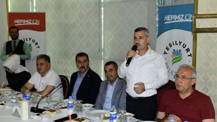 Başkan Çınar icraatlerini toplantıda anlattı