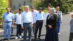 Güder, Çamurlu bölgesinde 15 sokakta yapılan sıcak asfalt çalışmalarını yerinde inceledi.