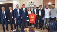 Yeni Malatyaspor Yönetiminden Rektör Karabulut'a ziyaret