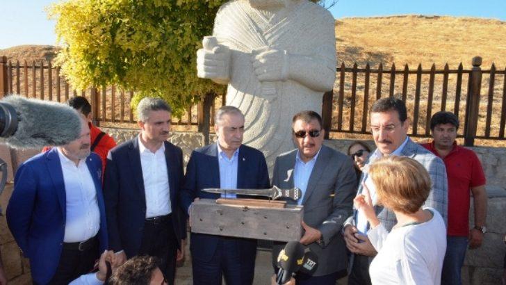 Vali Baruş GS Klüp Başkanı Mustafa Cengiz ile Arslantepe'yi Ziyaret Etti