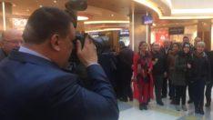 Başkan Gürkan Basın Mensuplarının Fotoğraflarını çekti