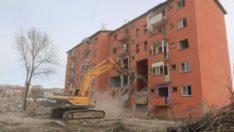 Karşıyaka kentsel dönüşüm alanında yıkım başladı