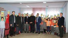 Başkan Kılınç, İlkokul ve Ortaokul Öğrencilerine Kitap Dağıttı