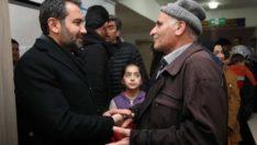 Elazığ belediye başkanı Şerifoğulları,depremzedelere ziyaretlerini sürdürüyor