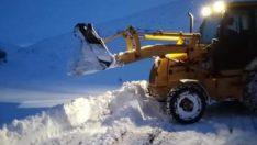 Kuluncak Belediyesi kar yağışı sonrası KARLA mücadele çalışmalarına başladı.