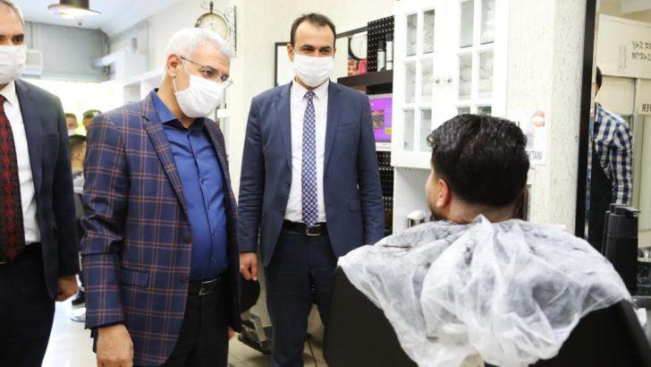 Başkan Güder,faaliyete yeniden başlayan berber ve kuaförleri ziyaret etti