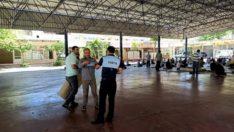 Adıyaman Belediyesi 'İlk Cuma Namazı' İçin Seccade ve Maske Dağıttı