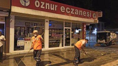 Cadde ve sokaklar gece gündüz ilaçlı sularla yıkanıyor