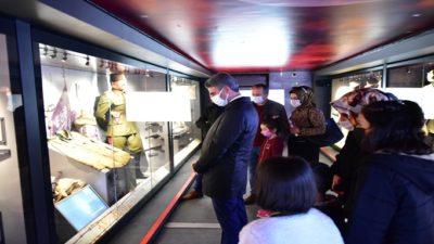 Vali Baruş, Çanakkale Savaşları Mobil Müzesini Ziyaret Etti