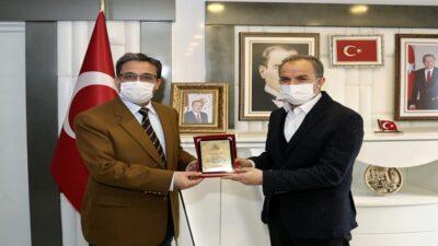 Başkan Kılınç'tan 'Yeşil Adıyaman' Projesine Destek Verenlere Teşekkür Plaketi