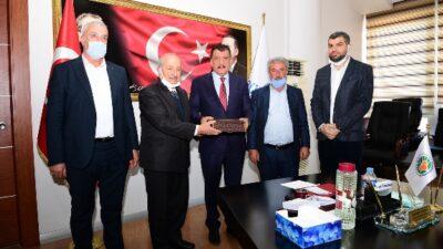 Arapgir Muhtarlar Dernek Başkanı ve Dernek Üyeleri, Malatya Büyükşehir Belediye Başkanı Selahattin Gürkan'ı Makamında Ziyaret Etti
