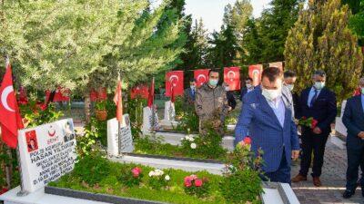 Başkan Gürkan Bayramın İlk Gününde Şehitliği Ziyaret Etti