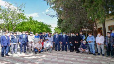 Başkan Gürkan Mezarlık Personelleriyle bir araya geldi