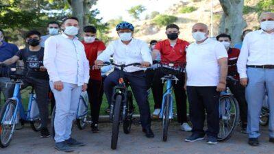 Başkan Güder Sağlıklı Bir Yaşam İçin Gençlerle Pedal Çevirdi