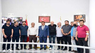 Selahattin Gürkan, Malatya Gazeteciler ve Televizyoncular Cemiyeti Başkanı Mehmet Aydın ve Yönetim Kurulu Üyelerini kabul ederek bir süre görüştü.