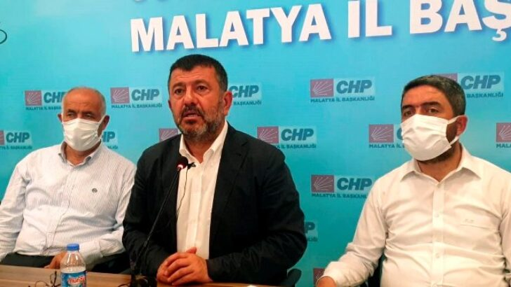 Ağbaba: Malatyaspor'a siyaset sokanlar Malatya'ya ihanet ediyor!