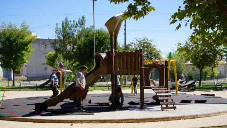 Adıyaman Belediyesi'nden Parkalara Kauçuk Zemin