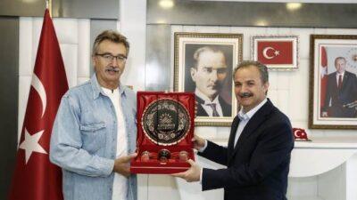 Eski Devlet Bakanı Tüzmen, Adıyaman'da Çiğköfte Yoğurdu