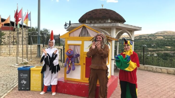 Puki Partka İsimli Tiyatro Oyunu Arapgir'de Çocuklarla Buluştu
