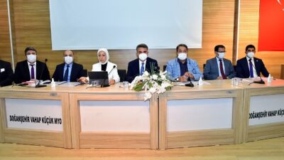 Vali Baruş Doğanşehir'de Tütün Üreticileri ile Bir Araya Geldi