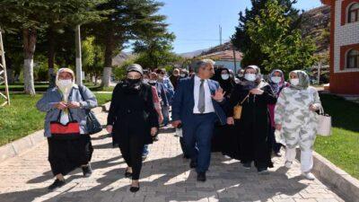 Kent Konseyi Kadın Meclisi Üyeleri Kaptajı Ziyaret Ettiler